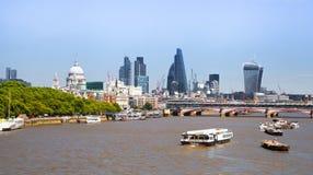 泰晤士河伦敦南银行太阳集合光的 库存图片