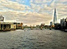 泰晤士河伦敦桥梁和碎片 免版税图库摄影