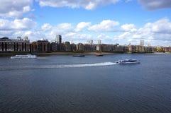泰晤士河全景 免版税库存照片