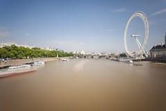 泰晤士河和伦敦眼,社论 免版税库存图片