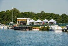 泰晤士河在温莎报告生活王子婚礼 免版税库存图片