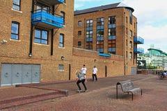 泰晤士河堤防溜冰者伦敦英国 免版税库存照片