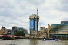 泰晤士河河沿地标大厦伦敦英国 免版税库存照片