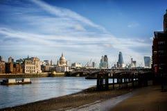 泰晤士河的伦敦 库存照片
