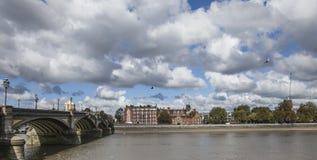 泰晤士河的看法 免版税图库摄影