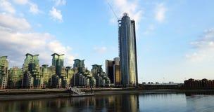 泰晤士河的看法从Vauxhall桥梁的 免版税库存照片