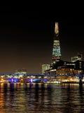从泰晤士河看见的碎片,伦敦, 2013年12月 库存图片