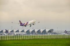 泰航飞机起飞 免版税图库摄影