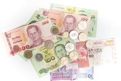 泰铢和香港泰国的美元钞票和硬币被隔绝的,货币和香港 图库摄影