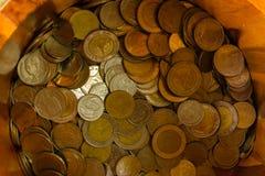 泰铢在桶的泰国硬币 图库摄影