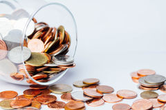 泰铢铸造在玻璃瓶的金钱 免版税库存图片