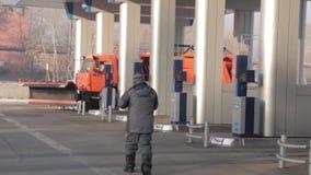 泵站卡车的气体高速公路 股票视频