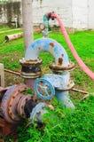 水泵老管道系统  库存照片
