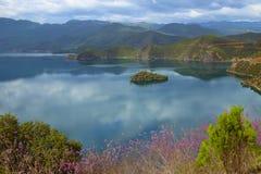 泸沽湖在云南中国 库存照片