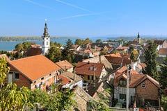 泽蒙,塞尔维亚 圣尼古拉斯教会、多瑙河和贝尔格莱德的看法 图库摄影