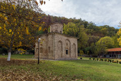 泽门,保加利亚- 2016年10月9日:中世纪泽门修道院,保加利亚惊人的看法  免版税图库摄影