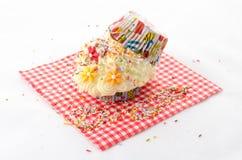 洒-被折叠的杯形蛋糕 免版税库存照片