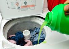 洗涤剂倾吐 免版税库存照片