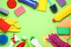 洗涤剂和清洁工具 免版税库存照片