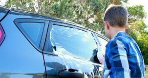 洗涤汽车4k的男孩 影视素材