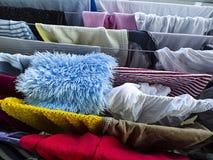 洗涤物和干燥晒衣架 免版税库存图片