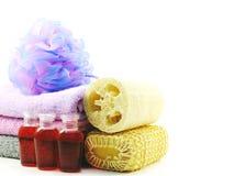 洗涤的温泉辅助部件用果子用肥皂擦洗并且淋浴奶油色卫生间产品 免版税库存图片