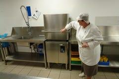 洗碗盘行为线路专业人员 免版税库存照片