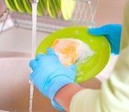 洗碗盘行为进程 库存图片