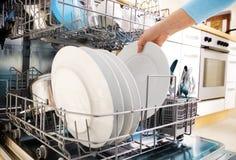 洗碗盘行为 库存图片