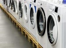 洗衣机在商店被卖 库存照片