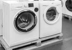 洗衣机在商店被卖 免版税图库摄影