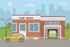 洗车驻地和两辆汽车在城市背景 库存图片