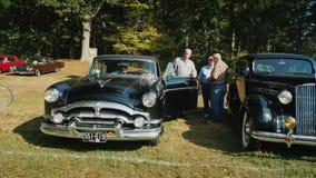 洛克维尔, MD,美国, 2017年10月:减速火箭的汽车的自由露天陈列 访客敬佩老汽车 影视素材