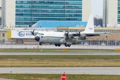 洛克西德・马丁C-130J-30赫拉克勒斯 普尔科沃机场,俄罗斯,圣彼德堡, 2018年4月30日 图库摄影