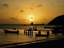 洛斯罗克斯群岛,加勒比海滩:日落鸟瞰图在海滩的 库存图片