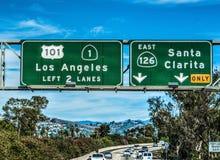 洛杉矶在101向南的高速公路的出口标志 免版税库存图片