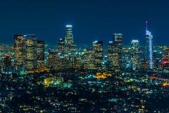 洛杉矶摩天大楼在晚上 图库摄影