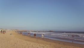 洛杉矶,加利福尼亚/美国- 2017年6月11日:在威尼斯海滩,洛杉矶,加利福尼亚,美国的公开海滩 海滩的人们 免版税库存图片