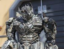 洛杉矶,美国, 2016:02 :在环球影业的25台变压器机器人在洛杉矶 库存图片