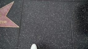 洛杉矶,美国- 2019年5月9日:走在名望步行的人  影视素材