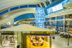 洛杉矶, EEUU, 2018年1月, 29日:关闭在洛杉矶国际机场的机场的里面一家商店 免版税图库摄影