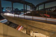 洛杉矶110高速公路在晚上-长的曝光 免版税库存照片