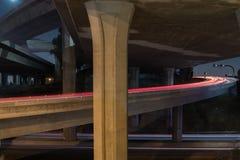 洛杉矶110高速公路在晚上-长的曝光 免版税库存图片
