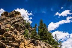 洛矶山国家公园,科罗拉多山风景 蓝色岩石天空 库存照片