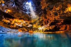 洞和水池古迹在班夫国家公园,加拿大 库存图片