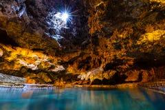 洞和水池古迹在班夫国家公园,加拿大 免版税库存照片