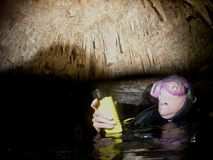 洞潜水员 免版税库存照片