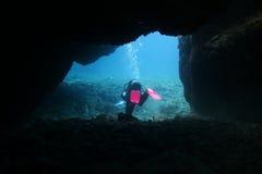 洞潜水 免版税库存照片