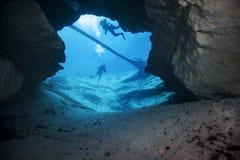 洞穴在春天之外的潜水员morrison 免版税库存图片