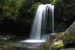 洞穴秋天行动被弄脏的照片在大烟山国家公园 库存图片
